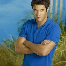 Revenge: Josh Bowman è Daniel Grayson in una foto promozionale della serie
