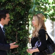 Ringer: Sarah Michelle Gellar e Nestor Carbonell nell'episodio If You Ever Want a French Lesson