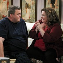 Mike & Molly: Melissa McCarthy e Billy Gardell in una scena dell'episodio Goin' Fishin'