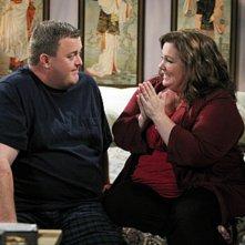 Mike & Molly: Melissa McCarthy e Billy Gardell in una scena dell'episodio Goin' Fishin'