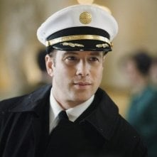 Pan Am: Jonah Lotan in una scena del pilot della serie