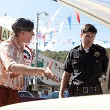 Kyle Chandler nel film Super 8 con Dan Castellaneta