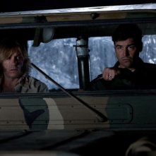 Kyle Chandler nel film Super 8 con Ron Eldard