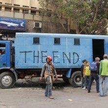 'La Fine' - un'immagine emblematica nel film Tahrir 2011