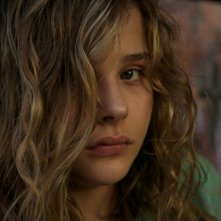 Texas Killing Fields: Chloe Moretz in una sequenza del film