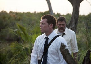 Texas Killing Fields: Sam Worthington con Jeffrey Dean Morgan in una scena del film