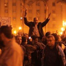 UN gruppo di manifestanti nel film Tahrir 2011