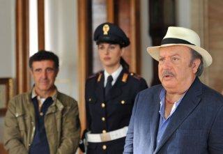 Il Commissario Zagaria con i suoi fedeli aiutanti, interpretati da Isabelle Adriani e Sandro Ghiani