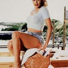 Valeria Marini seduta su una mortadella in una celebre immagine promozionale di Bambola di Bigas Luna