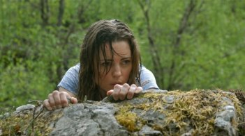 A Lonely Place to Die: Melissa George in una scena