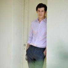 Adam Brody posa alla Mostra di Venezia 2011, durante la promozione di Damsel in Distress.