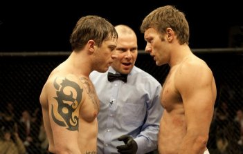 Joel Edgerton e Tom Hardy si fronteggiano sul ring in Warrior