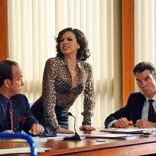 The Defenders: James Belushi, Jerry O'Connell e Lana Parrilla in una scena dell'episodio Las Vegas v. Johnson