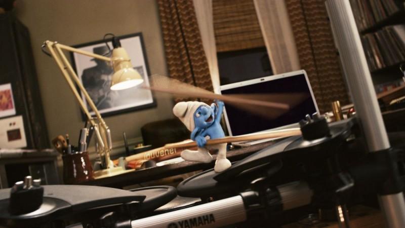 Un Puffo Si Improvvisa Batterista Nel Film Sugli Adorabili Gnometti Blu 214438
