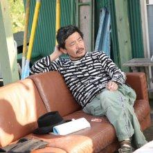 Il regista Sion Sono sul set del suo film Himizu
