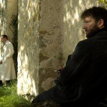 Vincent Cassel e, in secondo piano, Michael Fassbender nel film A Dangerous Method