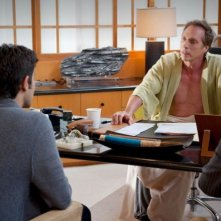 Adrian Grenier e William Fichtner in una scena dell'episodio Second to Last dell'ottava stagione di Entourage