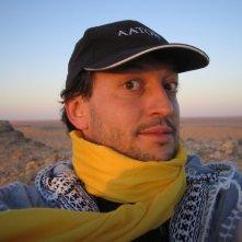 Francesco Liotard in un autoscatto nel deserto tunisino turante la registrazione live del concerto di Sollima e Gandola