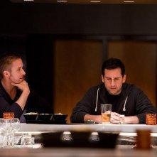 Steve Carell accanto a Ryan Gosling in una scena di Crazy, Stupid Love