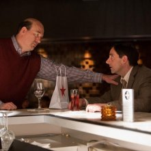 Steve Carell nel film Crazy, Stupid Love con John Carroll Lynch