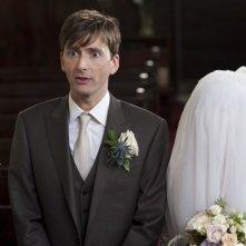 David Tennant accanto ad una sposa fin troppo velata in Una sposa in affitto