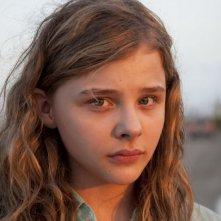 Chloe Moretz in un primo piano dal film Texas Killing Fields