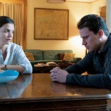 Katie Holmes e Channing Tatum in una drammatica scena di The Son of No one