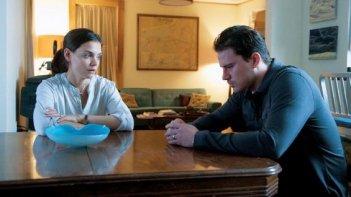 Katie Holmes e Channing Tatum in una drammatica scena di The Son of No one