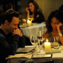 Michael Fassbender con Nicole Beharie in una scena del film Shame