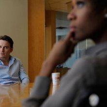 Michael Fassbender e Nicole Beharie in una scena del film Shame