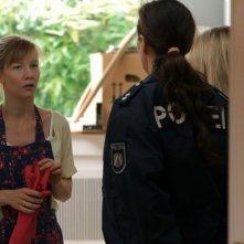 Sandra Hüller in una scena drammatica di Above Us Only Sky