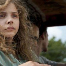 Un intenso primo piano di Chloe Moretz nel film Texas Killing Fields