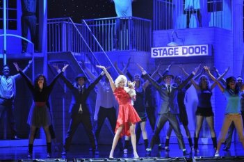 Ashley Tisdale impegnata in una coreografia di Sharpay's Fabulous Adventure