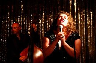 Aida Turturro è Autilia Jazz Mood in Mozzarella Stories