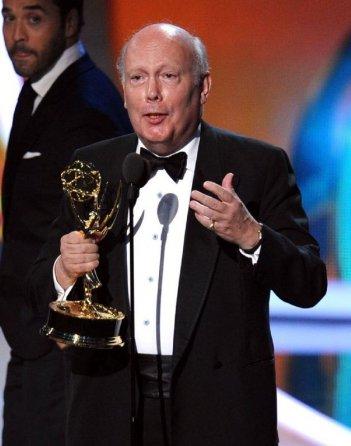 Julian Fellowes premiato agli Emmy 2011 per Downton Abbey