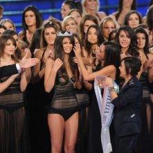Stefania Bivone è Miss Italia 2011 - accanto a lei, Frizzi, la Mirigliani e Ines Sastre