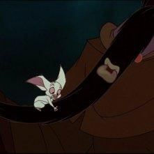 Rasputin e il pipistrello Bartok in una scena del film d'animazione Anastasia del 1997