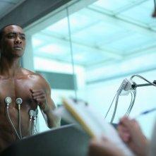 B.J. Britt a torso nudo in una scena di Transfer