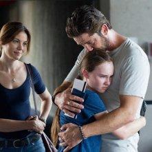 Gerard Butler in Machine Gun Preacher con Madeline Carroll e Michelle Monaghan