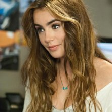 Lily Collins in una scena di Abduction