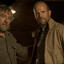 Robert De NIro e Jason Statham in una sequenza di Killer Elite