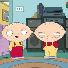Stewie con il suo clone cattivo in una scena di The Hand That Rocks the Wheelchair de I Griffin