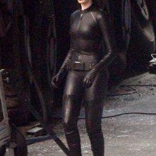 Anne Hathaway nei panni di Catwoman sul set di Il cavaliere oscuro - il ritorno