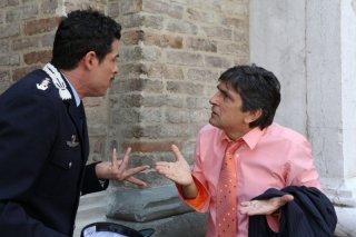 Baciato dalla fortuna: Vincenzo Salemme con Alessandro Gassman nella commedia