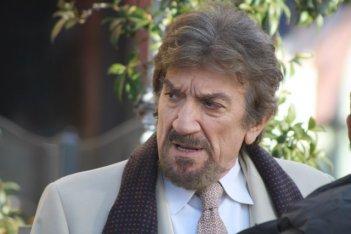 Gigi Proietti in un'immagine della fiction Il signore della truffa