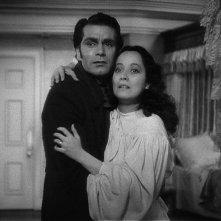 Laurence Olivier e Merle Oberon in una scena del film romantico Cime tempestose