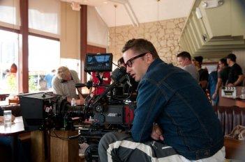 Nicolas Winding Refn dietro la macchina da presa sul set di Drive (2011)