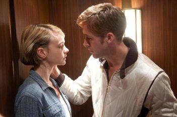 Ryan Gosling con Carey Mulligan in una sequenza di Drive