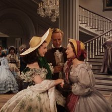 Vivien Leigh con Leslie Howard e Olivia de Havilland in una scena di Via col Vento