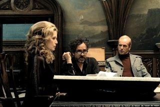 Tim Burton, Jonny Lee Miller e Michelle Pfeiffer sullo spettrale set di Dark Shadows